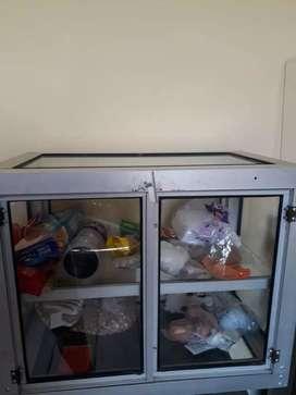 Vendo vitrina para negocio en buenas condiciones ideal para tostadas o para mostrador en tienda