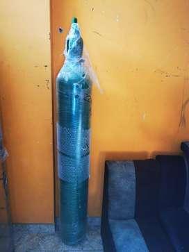 Balon de oxigeno lleno de 10 m3 con manometro