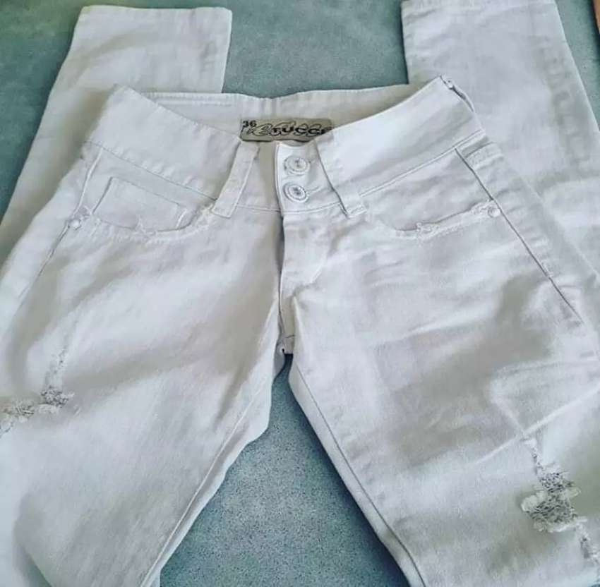 Jeans blanco Impecable 0