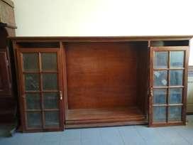 Cristalero Cedro Con Tres Estantes Y Dos Puertas Vidriadas
