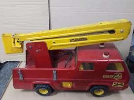 Carro de bomberos tonka lata muy buen estado mide 48 cm