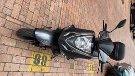 Vendo moto en perfecto estado 10/10 poco uso