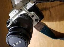 Vendo Cámara análogica Nikon N60 Reflex con lente 35-80 aplicable a cu