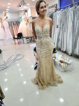 Vestido de novia sirena color crema