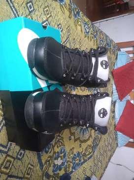 Calzado  o botas de  caballero