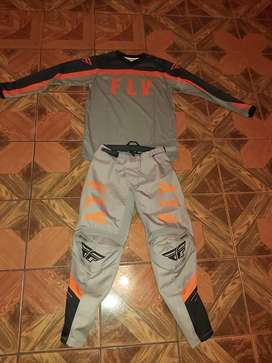 "Vendo lindo traje de motocross ""Fly racing"""