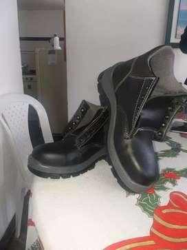 Vendo 6 pares de botas punta de acero