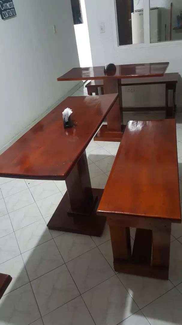 Vendo 13 mesas con su respectiva silla en madera, una freidora con su campana (sin usar) 0