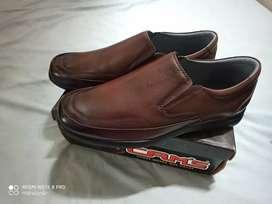 Zapato de 100% cuero talla 45 marca peru