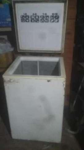 Freezer marca frare.  Modelo f80