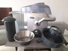 Extractor de jugos de 600 watts oster pro. Centrifuga