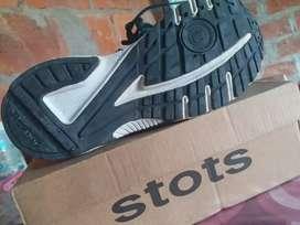 Vendo zapatos reebokk 100% originales para sus niños tallas 29.30