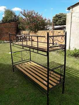 Vendo cama cucheta de hierro, se puede también desmontar y usar como dos camas