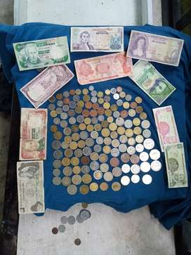 Billetes y monedas antiguas de diferentes países