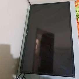 Televisor Samsung 32 pulgadas con base pared 500.000