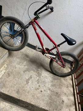 Bicicleta Piraña, marco,tenedor y manubrio original de piraña.