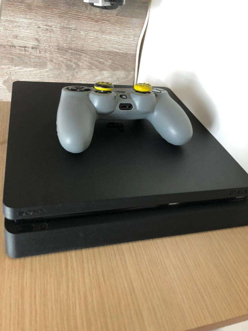 Ps4 slim de 500 GB negociable 0