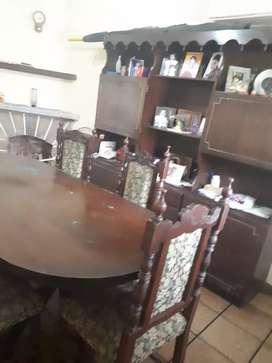 REMATO Juego de comedor con mesa de 1.80 y 6 sillas. Mueble vajillero con cristalero.Cajon de cubiertos.2mts de ancho