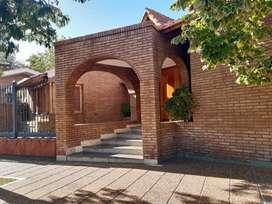Se alquila impresionante casa en Barrio Santa Angela Godoy Cruz