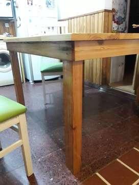 Mesa de pinotea