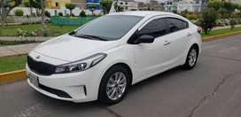 Vendo buen auto Kia Cerato Mecánico Full Equipo