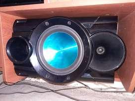 Se vende equipo de sonido marca LG rn muy buenas condiciones.