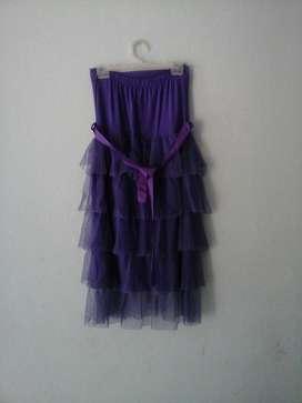Vestido strapless con capas de tul