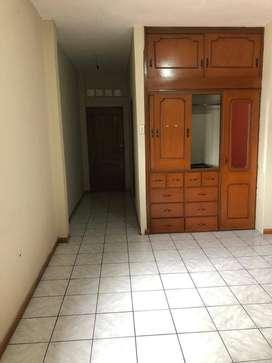 Alquilo habitación grande con clóset y baño, con entrada independiente en Ciudadela Sauces 9