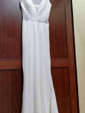 Vestido blanco de graduación, detalles en lentejuelas -talla s