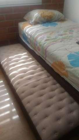 Cama nido con colchón ortopédico, doble cara con píloro.   Medida 1.00m x 1.90m.  Color café. Como nuevo