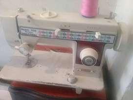 Maquina de coser funcional se entrega a domicilio ensayada