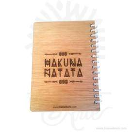 """Cuaderno """"Rey León"""" en madera para personalizar - Precio COP"""