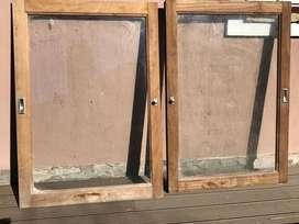 Vendo 2 hojas de ventana corrediza de cedro