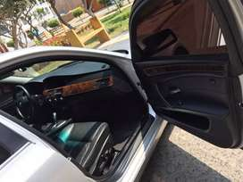 BMW, Modelo 525i limusina, transmisión  automática,  combustible: gasolinero