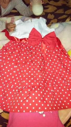 Vendo vestido nuevo  impecable  un hermosos regalo.!!   Para nena de dos años.
