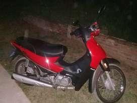 Se vende moto en exelente estado unico dueño 7 meses de uso