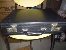 maleta ejecutiva antigua en perfecto estado