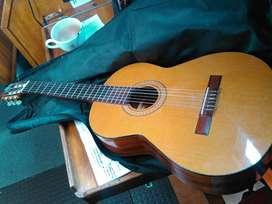 URGENTE : vendo guitarra criolla con funda, afinador, capotraste