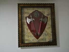 Cuadro de Hachas decorativo  materiales repujados las medidas son 83 x 73