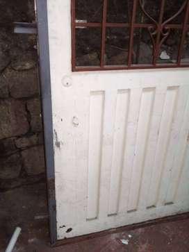 Puerta metalica, con marco metalico