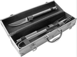 Set de Asado 3 piezas de acero inoxidable, Medidas: 37 x 8 x 10 cm  Estuche de aluminio. Con manija para transportar. Ap