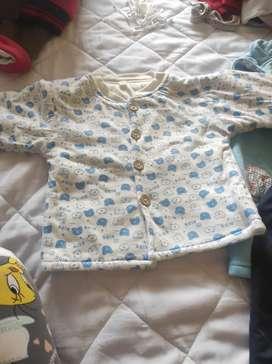 Vendo ropita de niño usada cada terno en 18 dólares