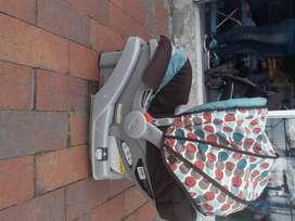 Coche   y silla para carro marca graco