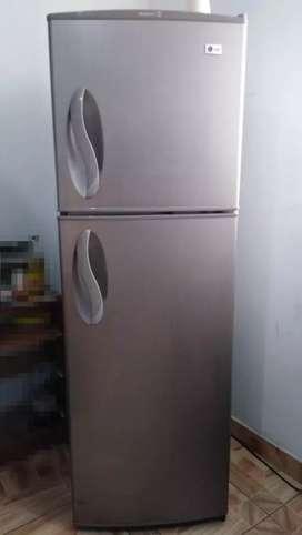 Refrigerador - Congelador LG color gris  320 L - Remato por viaje