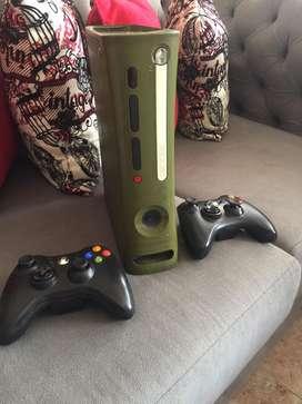 Xbox 360 con dos controles disco duro con 50 juegos instalados