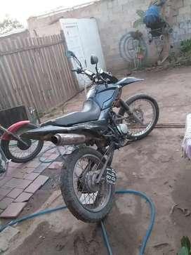 Vendo moto 150 motomel enduro