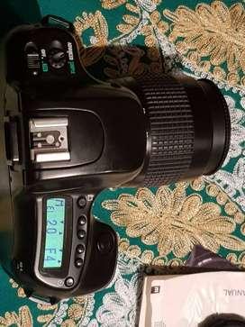 Vendo Cámara SLR Nikon N50 de 35 mm.