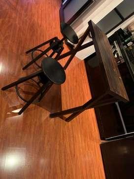 Mesa auxiliar o cocktelera con sillas graduables