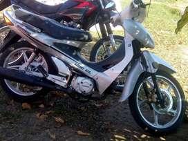 Vendo moto muy buen estado