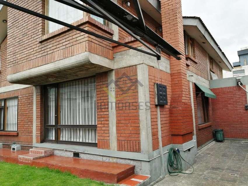 Casa de venta en el sector de El Inca cerca de de la Amazonas 0